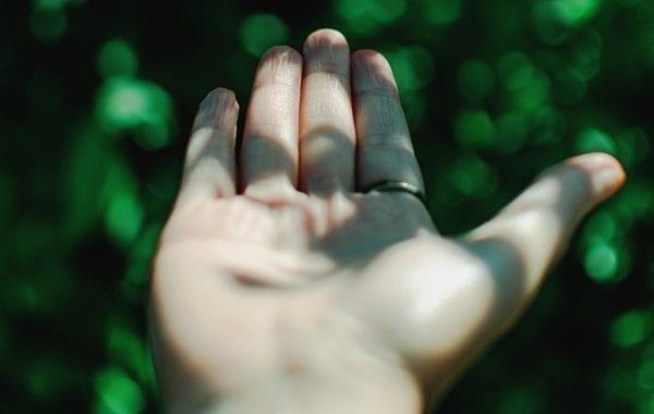 Sebuah tangan yang berkeriput